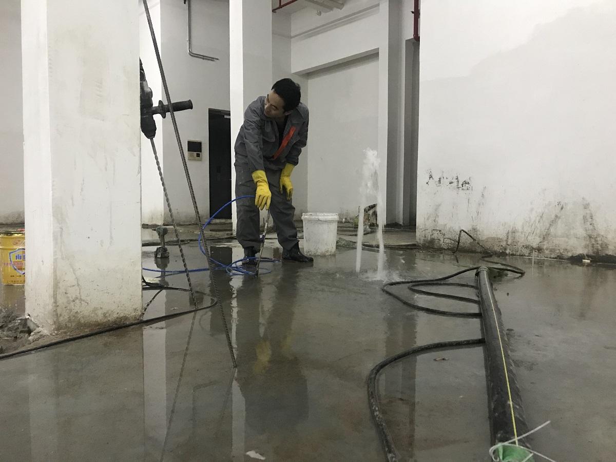 地下车库的地坪冒水怎么处理?两种方法解决渗漏
