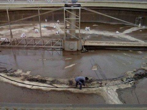 西安市某污水处理厂污水池防水堵漏施工案例