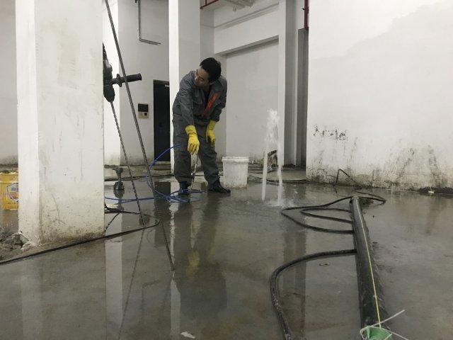 地下室顶板漏水打针,地下室顶板漏水打针注什么浆